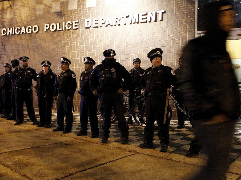 A manifestação, em Chicago, após vídeo que mostra como morreu um jovem negro em 2014 (REUTERS)