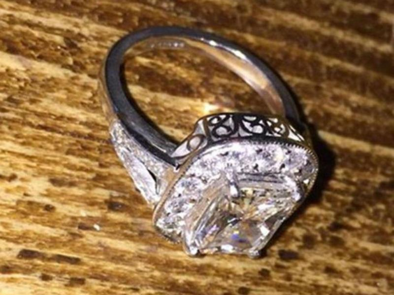 Anel de diamantes (Andrew Samuels/Facebook)