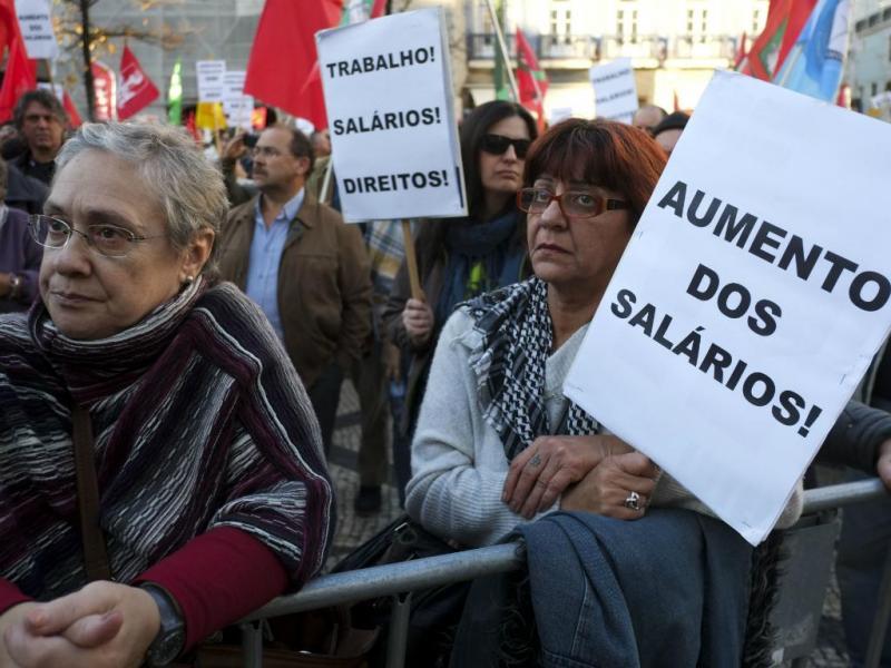 Manifestação da CGTP no Largo do Camões, em Lisboa