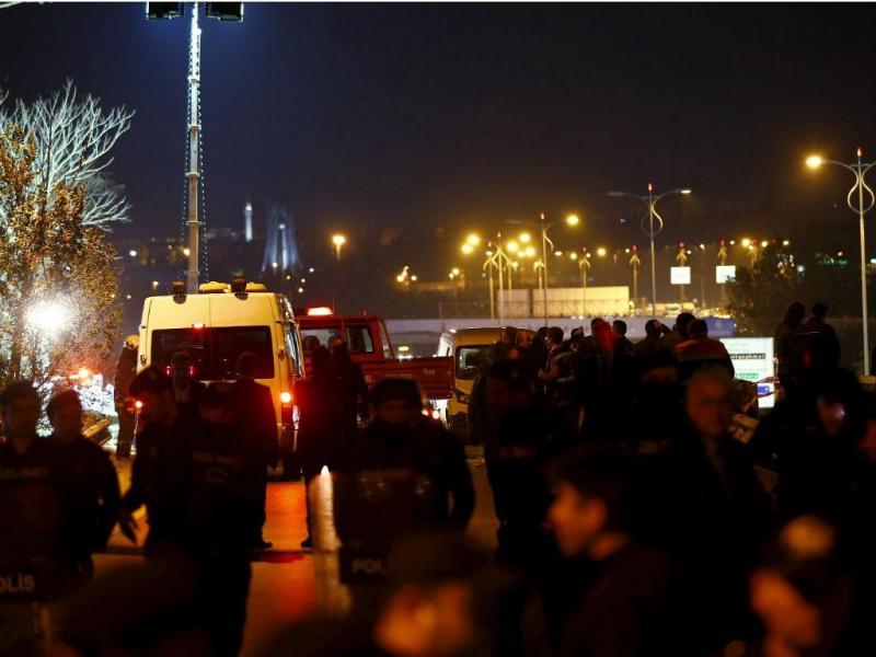 Explosão de bomba junto a estação de metro de Istambul