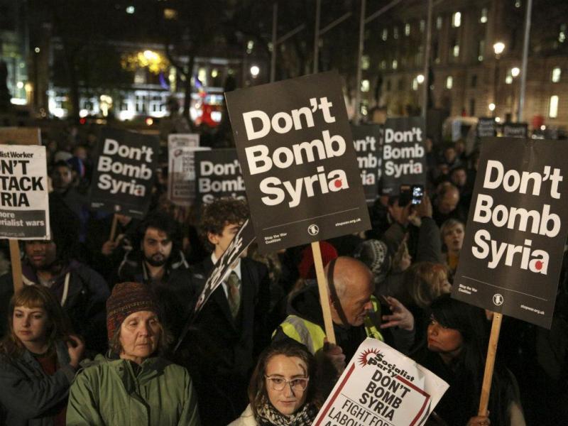 Manifestação em Londres contra ataques na Síria (Fonte: Reuters)