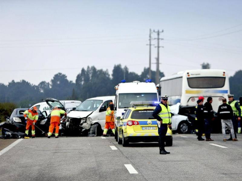 Choque em cadeia na A12 [Tiago Petinga/Reuters]