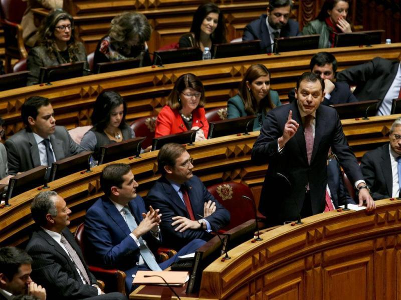 Pedro Passos Coelho e o líder parlamentar do PSD, Luís Montenegro (MÁRIO CRUZ/LUSA)