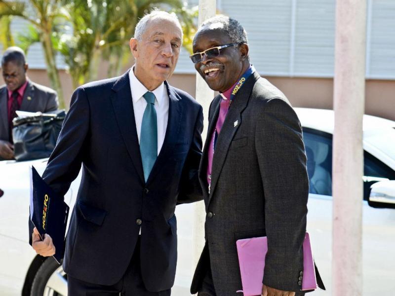 Marcelo Rebelo de Sousa e D. Dinis Singulane, intermediário das conversações entre Renamo e Governo (Foto: Lusa)