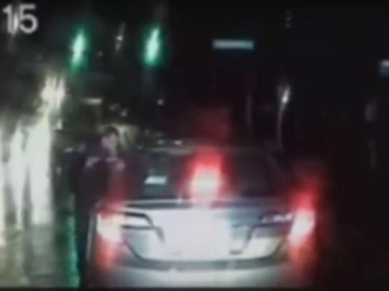 Idoso tentou inalar cocaína após ser mandado parar pela polícia