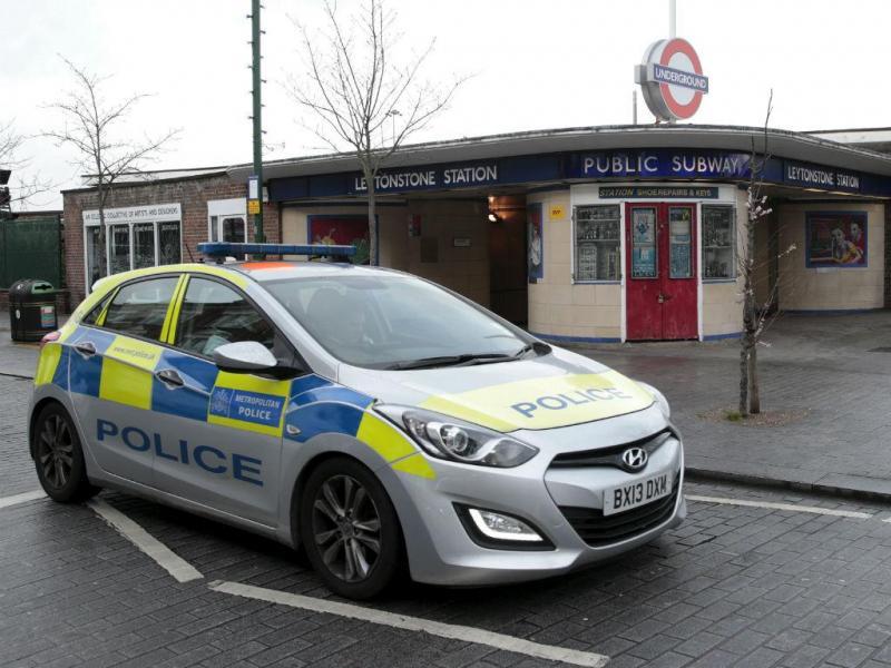 Grita pela Síria e esfaqueia três pessoas no Metro de Londres