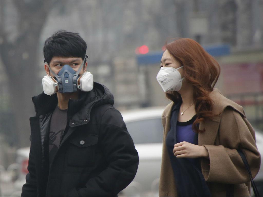 Pequim em alerta vermelho devido à poluição