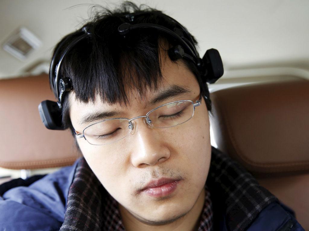 Cientista testa equipamento de carro movido com a mente