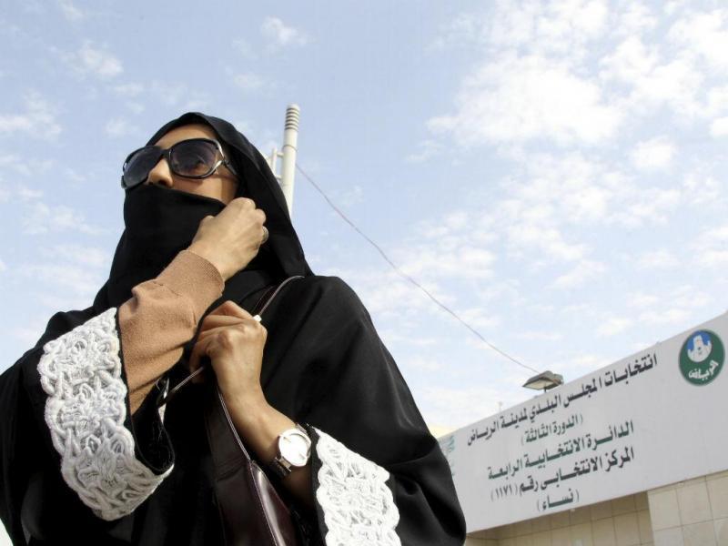 Mulher vota pela primeira vez na Arábia Saudita (Fonte: Reuters)