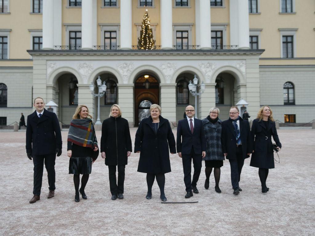 Nova ministra da Imigração e Integração da Noruega é a terceira a contar da esquerda (Reuters)