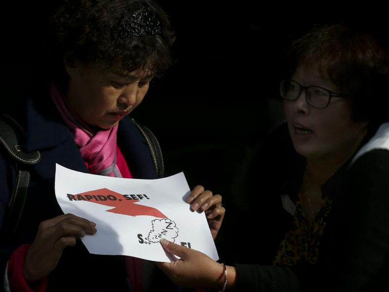 Chineses manifestam-se contra atrasos nos vistos Gold [LUSA]