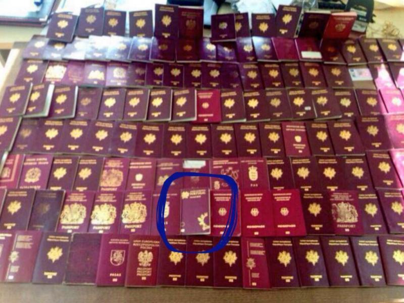 Passaporte português apreendido com alegados militantes do Estado Islâmico (Reprodução Twitter)