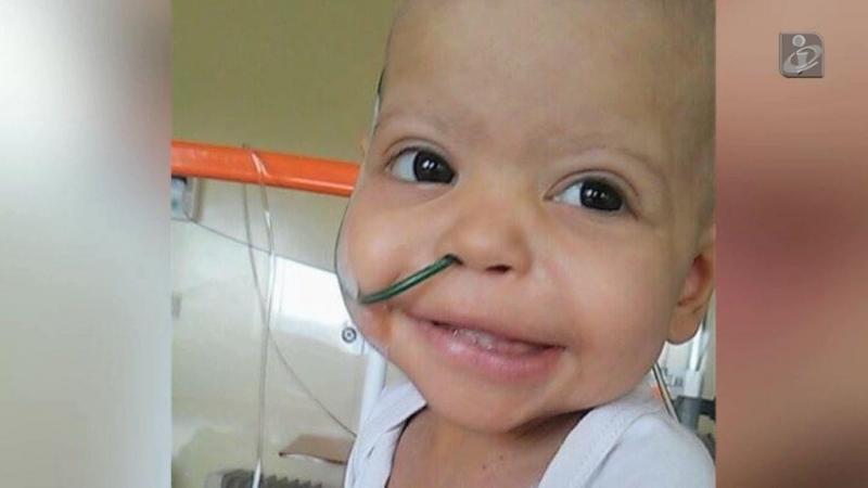 Matilde tem 16 meses, um cancro raro e precisa de ajuda