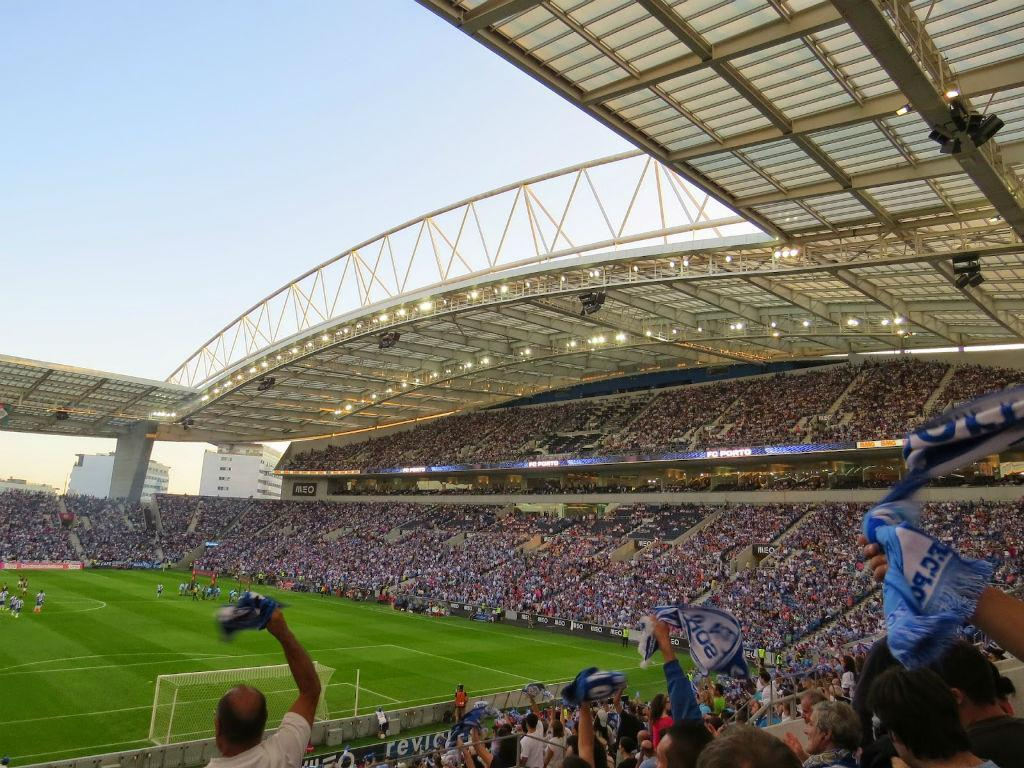 3º: Estádio do Dragão, FC Porto. Média na Liga 2016/17: 35.423 espectadores.
