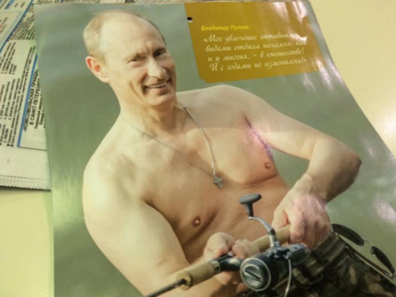 Putin de tronco nu em calendário para 2016