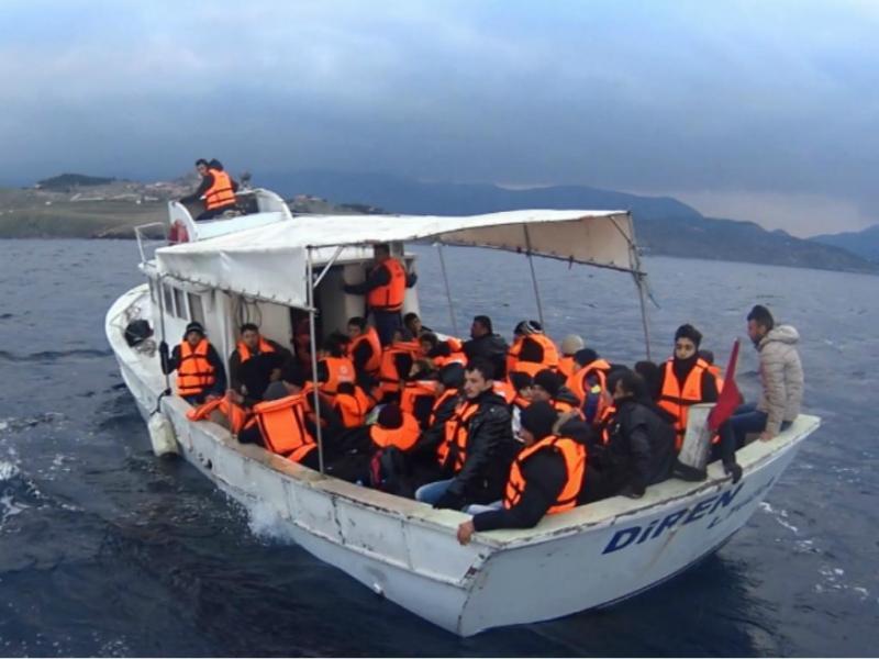 Polícia Marítima resgata refugiados em Lesbos