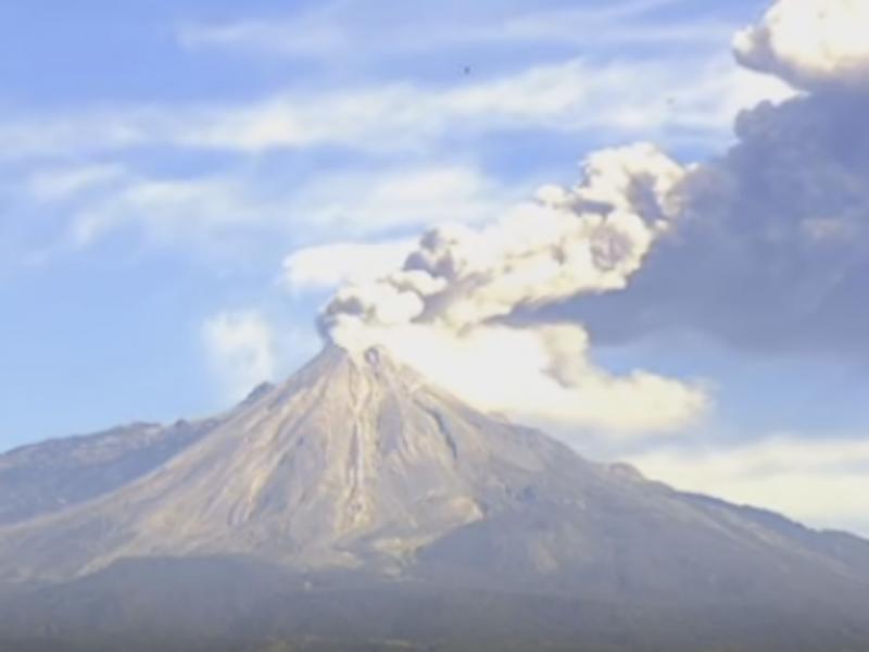 Vulcão Colima entra em erupção duas vezes no mesmo dia