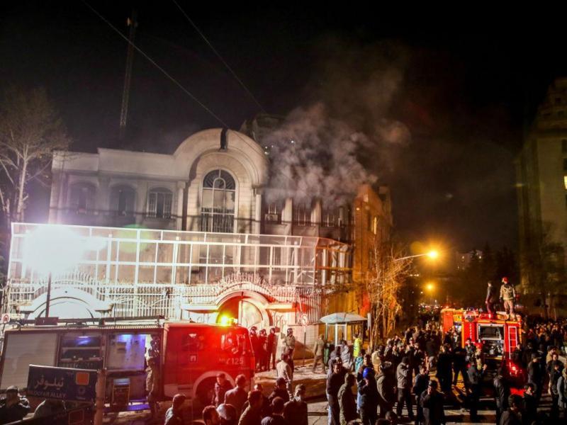 Embaixada saudita em Teerão atacada por manifestantes