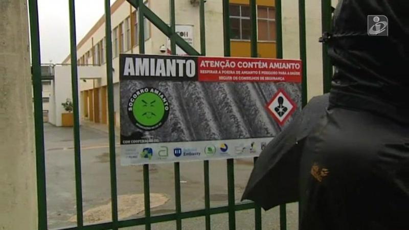Protesto contra o amianto em escola de Oliveira do Hospital