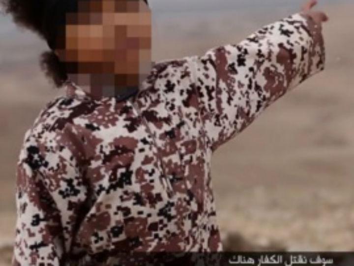 Menino em vídeo do Estado Islâmico (Reprodução Twitter)