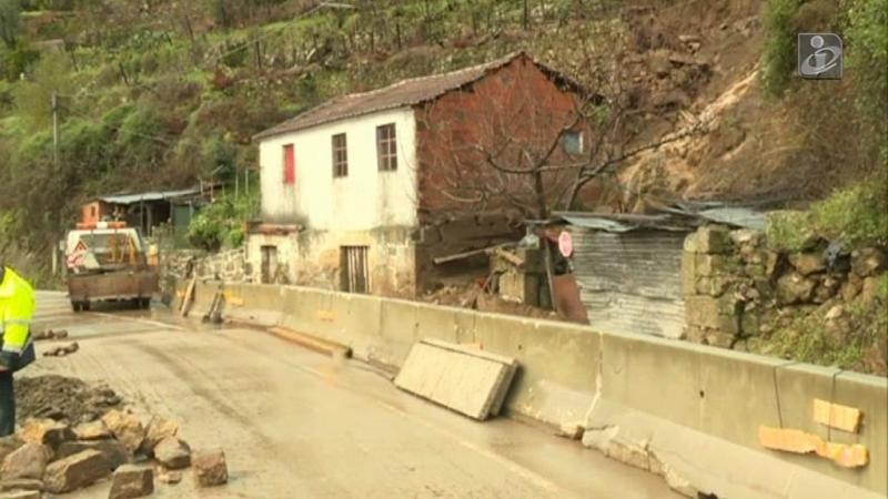 Trabalhos de limpeza na zona afetada pelas enxurradas em Vila Real