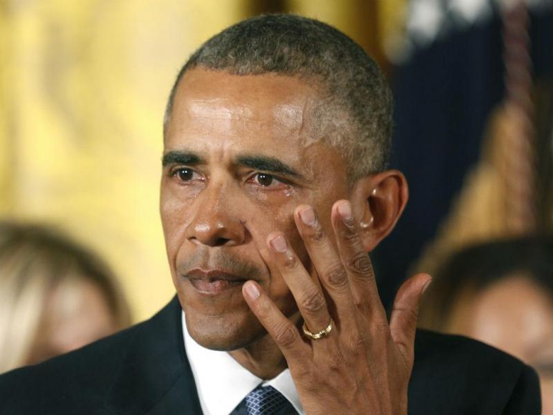 Obama anuncia medidas para controlar venda de armas e emociona-se durante o discurso