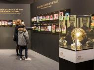 Exposição «Bola de Ouro» no Museu FIFA (EPA)