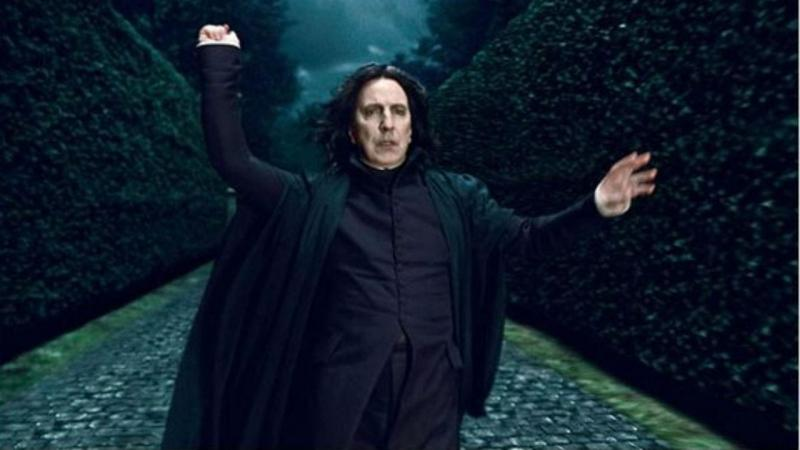 Alan Rickman no papel de professor Snape, nos filmes Harry Potter
