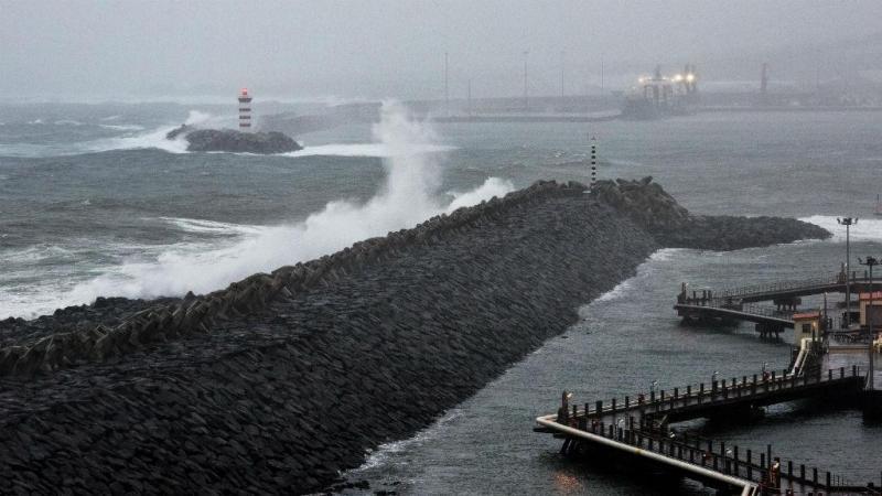 Fotos da passagem do furacão Alex pelos Açores