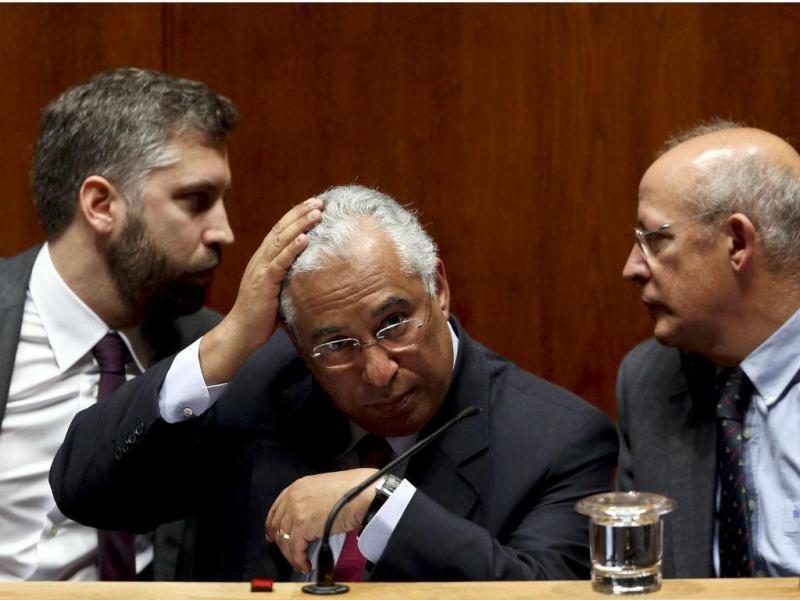 António Costa, primeiro-ministro, entre deputado Pedro Nuno Santos e Augusto Santos Silva, Ministro dos Negócios Estrangeiros