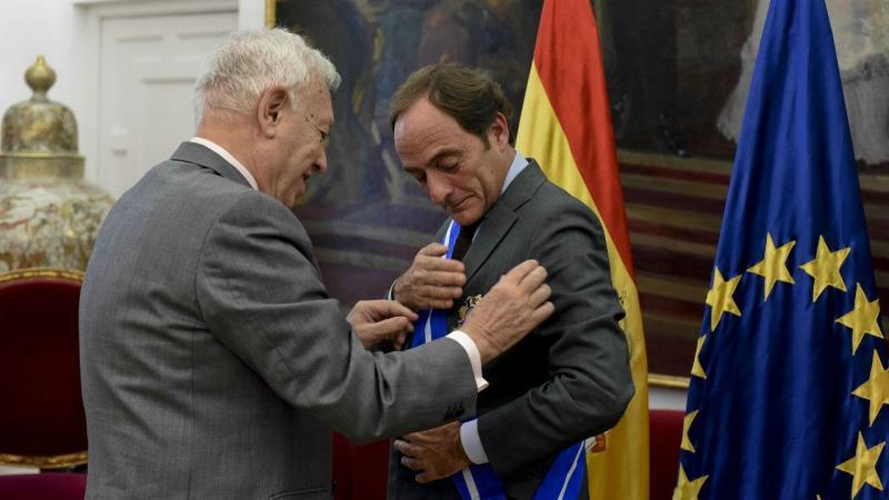 Ministro espanhol condecora Paulo Portas com Ordem Civil de Mérito