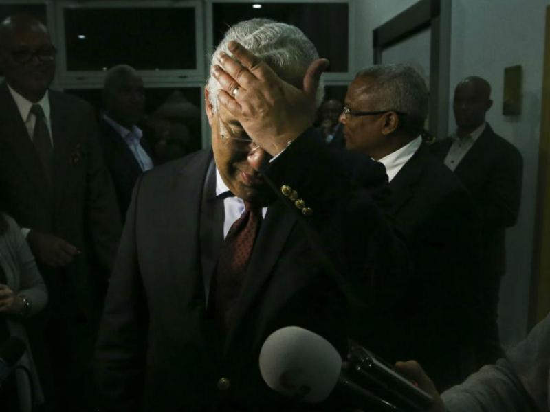 António Costa em Cabo Verde. Primeiro-ministro soube da morte de Almeida Santos à chegada