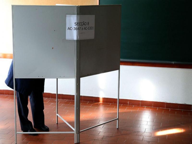 Portugueses votam no continente e ilhas