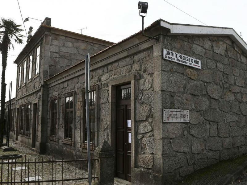 Mesa de voto fechada em freguesia da Trofa por causa da falta do metro
