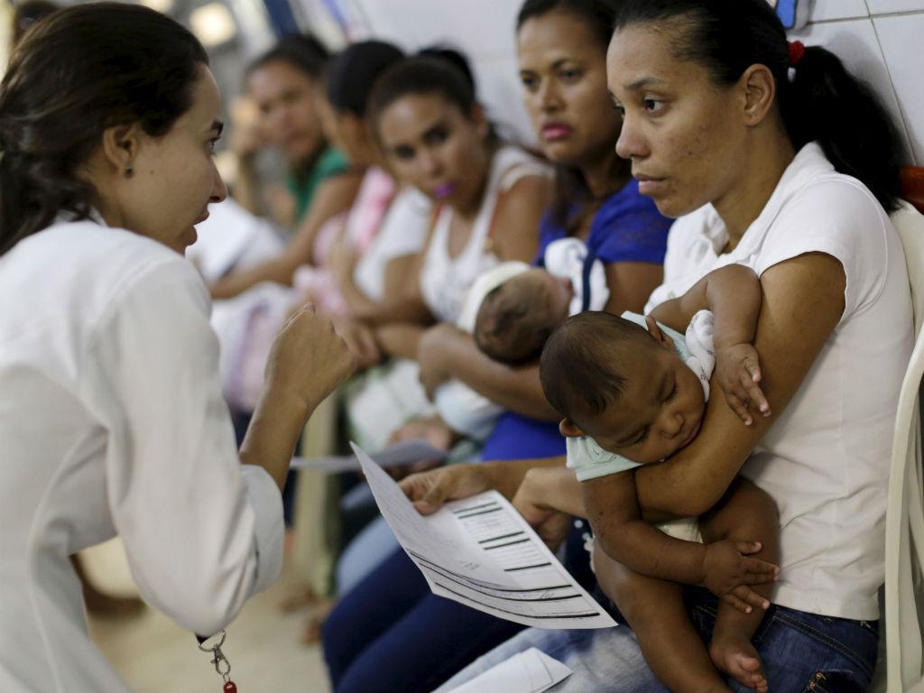 Consulta para bebés com microcefalia no hospital Oswaldo Cruz