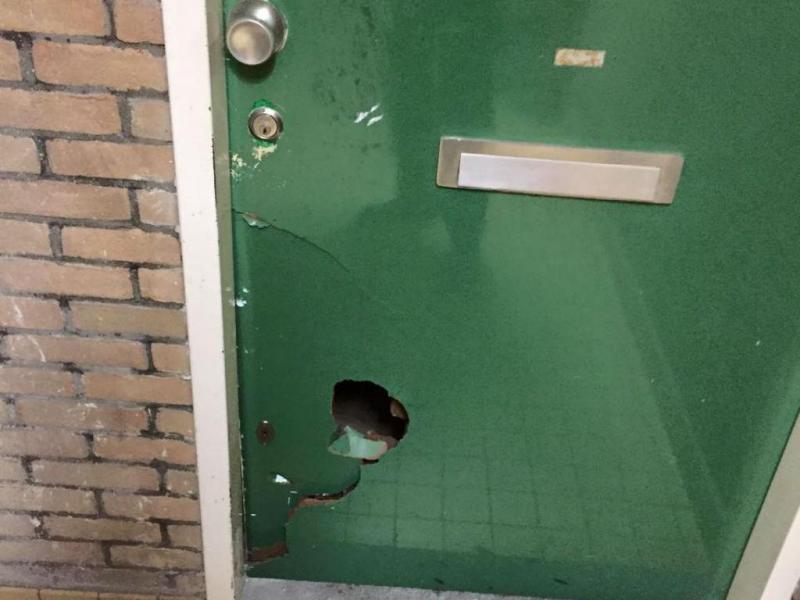 Polícia arromba porta em suposto caso de violência doméstica