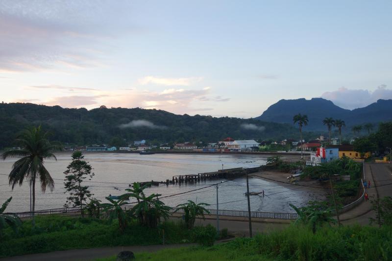 Santo António, capital do Príncipe. Tem 1100 habitantes e é uma das mais pequenas cidades do mundo.