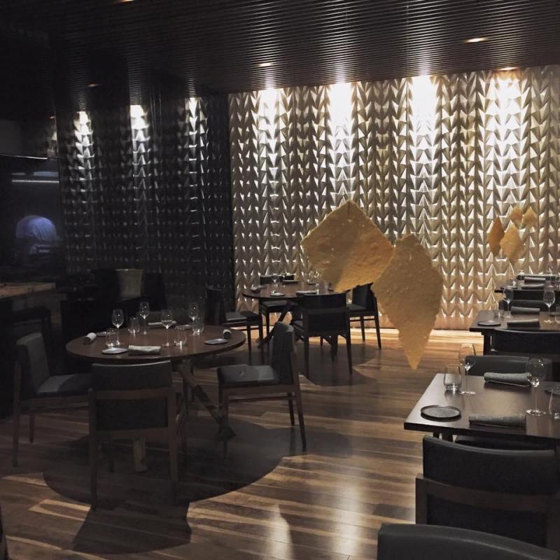 Parede de azulejos em restaurante lisboeta finalista de for Restaurante azulejos