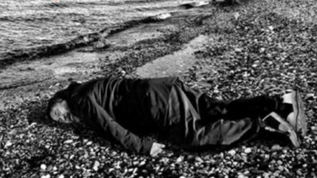 Ai Weiwei recria imagem de Aylan Kurdi (Reprodução Twitter)