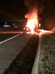 Carro de Paulo Ribeiro em chamas