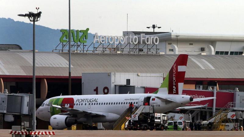 Ameaça de bomba no interior de um avião no aeroporto de Faro