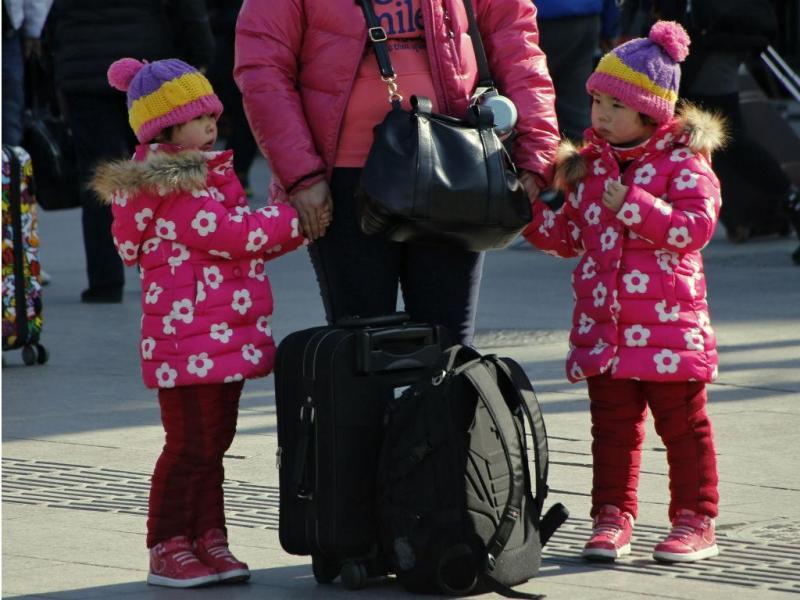 Neve e frio deixam estações de comboio chinesas num caos