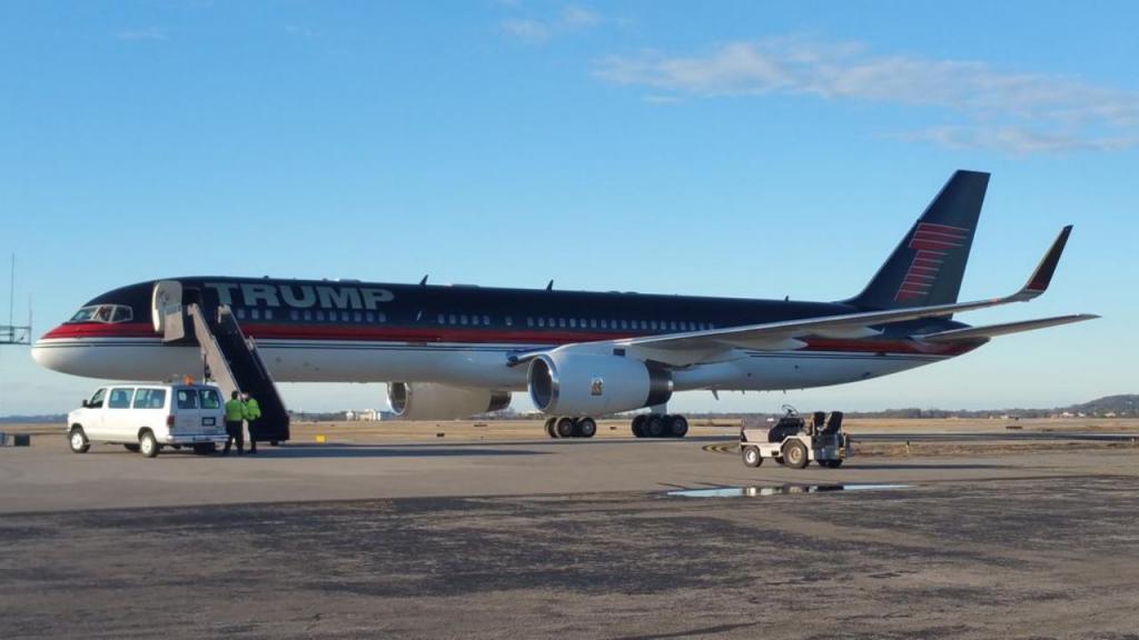 Avião de Donald Trump (Reprodução/Twitter/Fly Nashville)