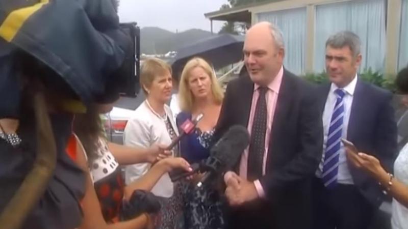 Ministro neozelandês atingido por brinquedo sexual durante protesto