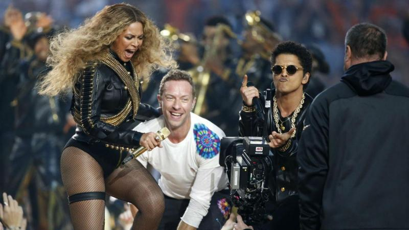 Beyoncé, Bruno Mars e Coldplay no intervalo do Super Bowl 2016