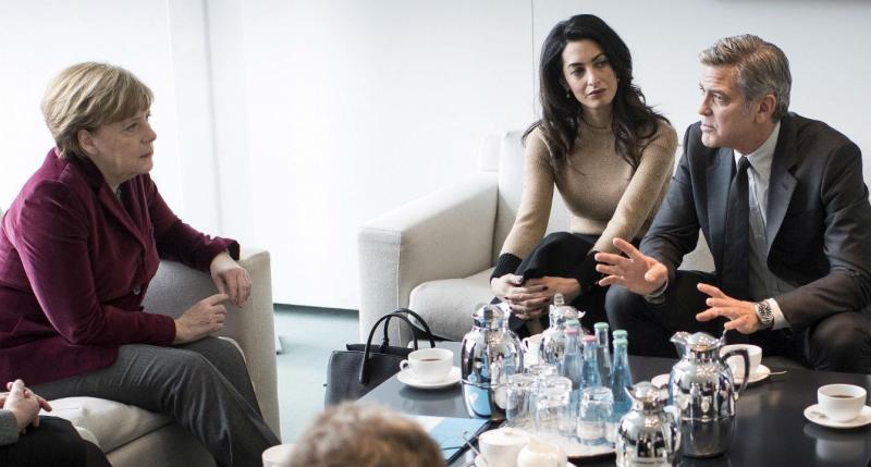 George Clooney e Amal Alamuddin recebidos por Angela Merkel em Berlim