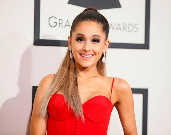 ariana grande d hoje concerto repleto de estrelas. Black Bedroom Furniture Sets. Home Design Ideas