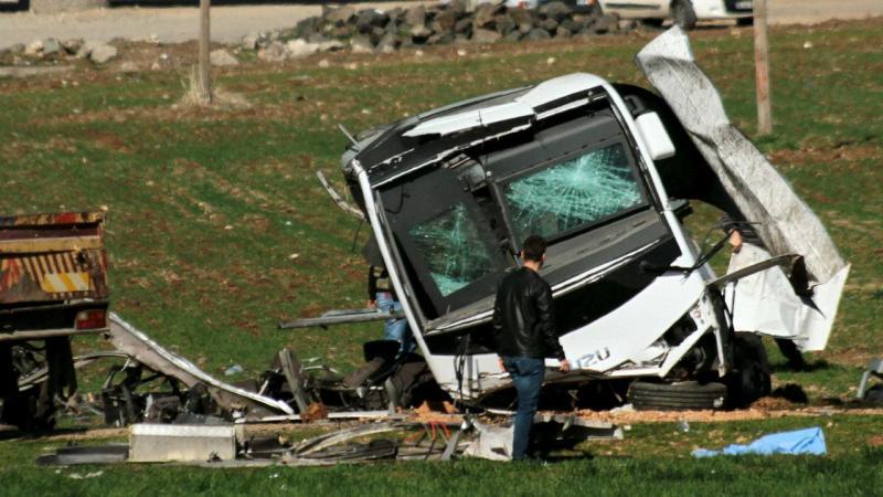 Turquia: novo atentado contra autocarro militar