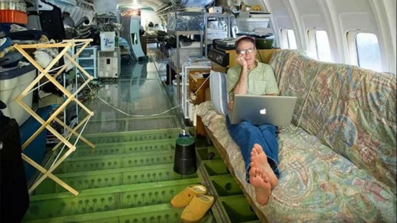 Bruce Campbell vive dentrod e um Boeing 727