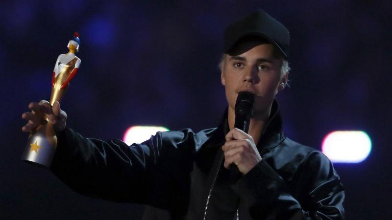 Justin Bieber vence prémio de Melhor Artista Estrangeiro